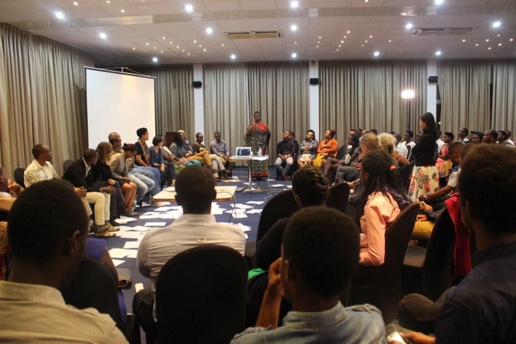 discussion-apres-retour-a-kigali-dec-2016